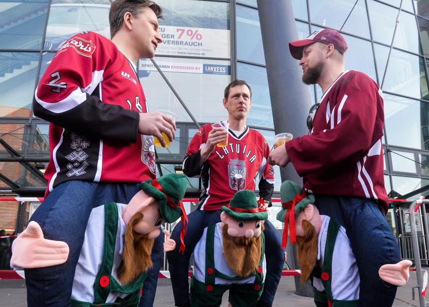 Latvijas hokeja fanus raksturo uzticība savai komandai un skaļa balss