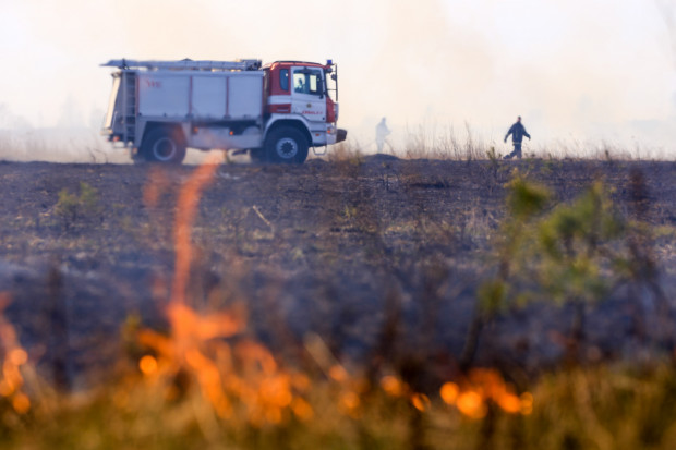 Laikapstākļu dēļ pieaug sausās zāles ugunsgrēku skaits