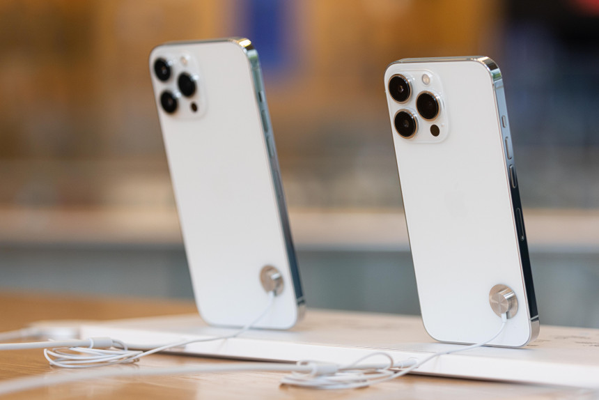 Reduced iPhone 13 production volumes